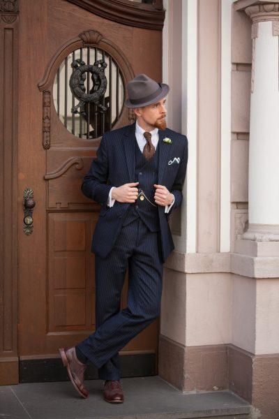 """20er Jahre Outfitbeispiel für Gangster """"Al Capone""""."""