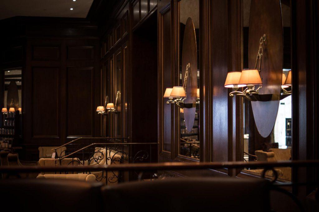 Detailaufnahme des Hotelfoyers - Vier Jahreszeiten München
