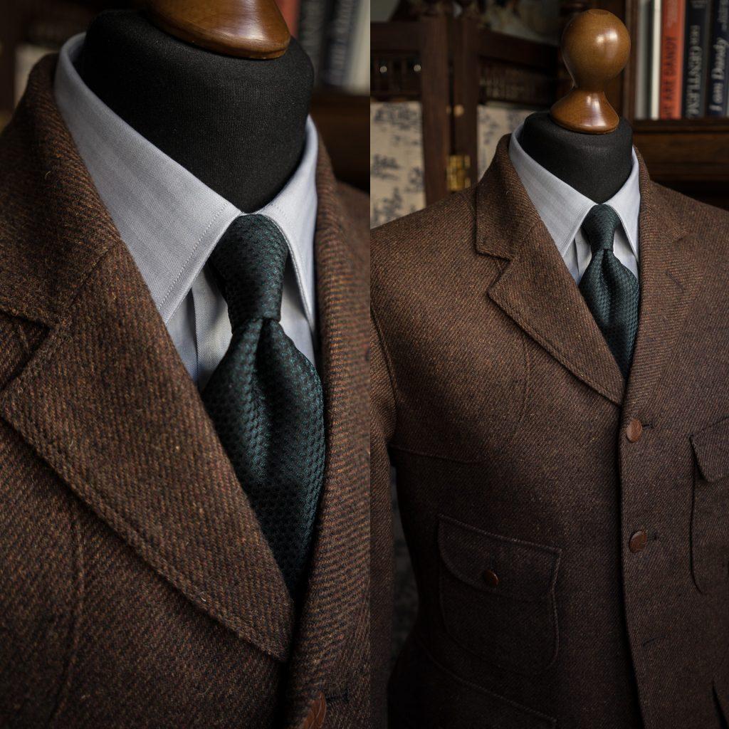 Hellgraues Hemd aus Chevron von Apposta zu rostbraunem Jagdsakko und tannengrüner Grenadine-Krawatte (Draufklicken und Heranzoomen lohnt sich!)