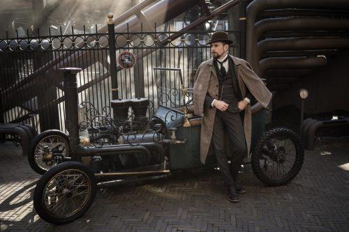 Sherlock Holmes vor Dampfauto