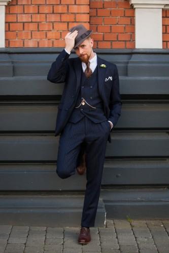 """<a href=""""http://vintagebursche.de/20er-outfits/"""">Nadelstreifen-Outfit</a>"""